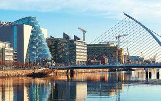 Σύμφωνα με εκτιμήσεις, εξαιτίας της επιβολής του ελάχιστου φόρου, η Ιρλανδία ενδέχεται να δει τα έσοδά της να μειώνονται κατά 500 εκατ. ευρώ ετησίως το διάστημα από το 2022 έως το 2025 και μετά το 2025 θα χάνει ενδεχομένως δύο δισ. ευρώ ετησίως.