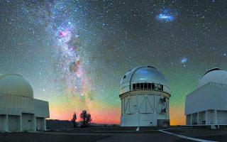 Tο τηλεσκόπιο Blanco στο όρος Cerro Tololo των Χιλιανών Ανδεων. Εχει διάμετρο κατόπτρου τέσσερα μέτρα και ονομάστηκε έτσι το 1995 προς τιμήν του Πορτορικανού αστρονόμου Victor Manuel Blanco. Φωτ. CTIO / NSF'S NOIRLAB / AURA / H. STOCKEBRAND