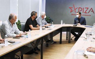 Στην Κουμουνδούρου εκτιμούν πως το εργασιακό ν/σ αποτελεί ευκαιρία για να οικοδομήσουν γέφυρες με κοινωνικές ομάδες, συνδικάτα, αλλά και με τα κόμματα της αντιπολίτευσης. Χθες ο κ. Τσίπρας συναντήθηκε με το προεδρείο της ΑΔΕΔΥ (φωτ. INTIME NEWS).