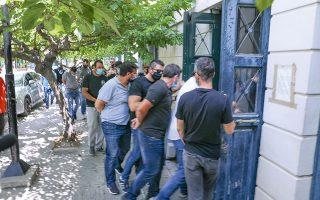 Οι επτά συλληφθέντες μεταφέρθηκαν χθες το απόγευμα στη Ζάκυνθο και σήμερα αναμένεται να οδηγηθούν ενώπιον του ανακριτή (φωτ. ΙΝΤΙΜΕ NEWS).