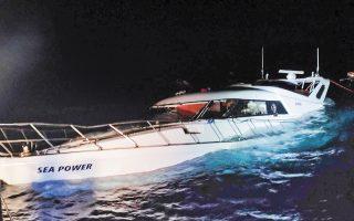 Η βυθιζόμενη, μεταξύ Καρπάθου και Χάλκης, λευκή θαλαμηγός «Sea Power» δεν ήταν φτιαγμένη για να αντέξει τόσους ανθρώπους. Ξεκίνησε από την Τουρκία με 98 (!) επιβάτες και προορισμό την Ιταλία.