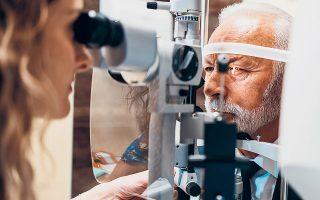 Από τις εξετάσεις ανίχνευσης καρκίνου μέχρι τις επεμβάσεις ισχίου και καταρράκτη, αμέτρητες τέτοιες υπηρεσίες υγείας αναβλήθηκαν εξαιτίας της πανδημίας και έχουν αρχίσει να γίνονται ήδη μέσα στο 2021. Σύμφωνα με τον Κρίστοφερ Ρόσμπαχ, διευθύνοντα σύμβουλο της J. Stern & Co.,  όλα αυτά θα οδηγήσουν σε άνοδο τις μετοχές των κατασκευαστών ιατρικών συσκευών (φωτ. SHUTTERSTOCK).