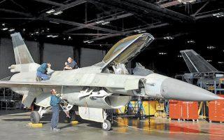 Κατόπιν σχετικών αιτημάτων της διοίκησης της ΕΑΒ, η Lockheed Martin συμφώνησε να προσλάβει 15 Eλληνες καταρτισμένους εργαζομένους, αντί για τους ξένους που αρχικά είχε επιλέξει, προκειμένου να επιταχυνθεί η διαδικασία παραγωγής των τμημάτων του αεροσκάφους, μέχρι να γίνουν οι νέες μόνιμες προσλήψεις (φωτ. ΑΠΕ).