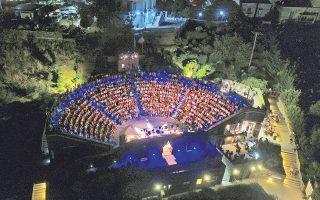 Τα φεστιβάλ μουσικής και θεάτρου στα νησιά έχουν εκπαιδεύσει το κοινό σε θεάματα υψηλού επιπέδου και ποιότητας.