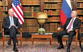 Ο Τζο Μπάιντεν επεσήμανε ότι η Ρωσία «δεν έχει συμφέρον για ένα νέο Ψυχρό Πόλεμο» και επιβεβαίωσε τη δήλωση του Βλαντιμίρ Πούτιν ότι οι συζητήσεις έγιναν σε εποικοδομητικό κλίμα, χωρίς απειλές και εντάσεις (φωτ. REUTERS / Kevin Lamarque).