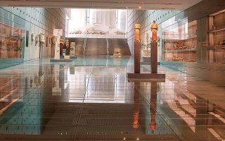 Η Αίθουσα των Κλιτύων της Ακρόπολης. Ενα μήνα από την επαναλειτουργία του, το μουσείο έχει δεχθεί περίπου 33.000 επισκέπτες, Ελληνες και ξένους (φωτ. ΒΑΓΓΕΛΗΣ ΤΣΙΑΜΗΣ).