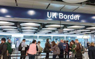 Oι νέοι αυστηροί κανόνες για τους μετανάστες και τους αιτούντες βίζα εργασίας έχουν σημαντικό αντίκτυπο στο εργασιακό σκηνικό της χώρας.