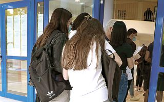 Σήμερα οι υποψήφιοι των γενικών λυκείων εξετάζονται σε Κοινωνιολογία, Χημεία και Πληροφορική (φωτ. ΙΝΤΙΜΕ NEWS).