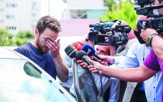 Εξαρχής τα κενά στην κατάθεση του Χαράλαμπου Αναγνωστόπουλου κίνησαν τις υποψίες των αξιωματικών της ΕΛ.ΑΣ. Ο ίδιος εμφανιζόταν «συντετριμμένος» ενώπιον αστυνομικών, συγγενών, φίλων και δημοσιογράφων. Τελικά την Πέμπτη ομολόγησε... Φωτ. INTIME NEWS