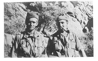 Ο Αντερς Λάσεν (αριστερά) και ο Κένεθ Λάμονμπι κατά τη διάρκεια ανορθόδοξων στρατιωτικών επιχειρήσεων στην κατοχική Ελλάδα.