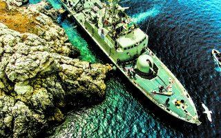 Τα πλοία του Πολεμικού Ναυτικού δεν αγκυροβολούν πια σε θαλάσσιες προστατευόμενες περιοχές και σε λιβάδια Ποσειδωνίας. Φωτ. ΥΠΕΘΑ