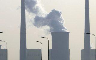 Oι διοικήσεις των εταιρειών αναγκάζονται να θέσουν συγκεκριμένους χρονικούς στόχους για το πότε θα μειώσουν ή θα μηδενίσουν τις εκπομπές ρύπων.
