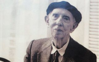 Ο ζωγράφος Ανδρέας Βουρλούμης (1910-1999).