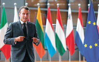 O Eμ. Μακρόν προσέρχεται στην τακτική Σύνοδο Κορυφής της Ε.Ε. «Δεν μπορούμε απλώς να αντιδράμε στις εξελίξεις αναφορικά με τη Ρωσία», είπε (φωτ. REUTERS).