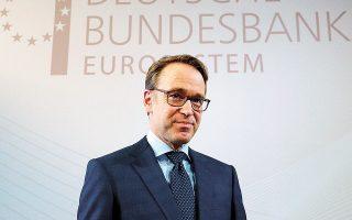 Ο διοικητής της κεντρικής τράπεζας, Γενς Βάιντμαν, δήλωσε ότι αναμένει υψηλότερα φορολογικά έσοδα και χαμηλότερες δαπάνες το 2022 και δεν θα χρειάζονται πλέον μέτρα σταθεροποίησης (φωτ. REUTERS).