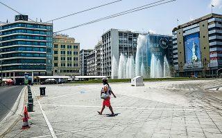 Εικόνα έρημης πόλης παρουσίαζε το μεσημέρι της Κυριακής η «καυτή» Αθήνα, με τις υψηλότερες θερμοκρασίες να διαμορφώνονται στην Καλλιθέα, στη Νέα Σμύρνη και στα Πατήσια. (Φωτ. ΑΠΕ)