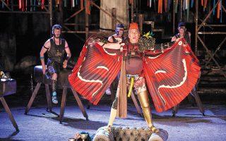 Ο Κώστας Κόκλας ως «Παφλαγόνας», ρόλος που παραπέμπει στον περιβόητο δημαγωγό της εποχής, Κλέωνα. (Φωτ. SOOC)