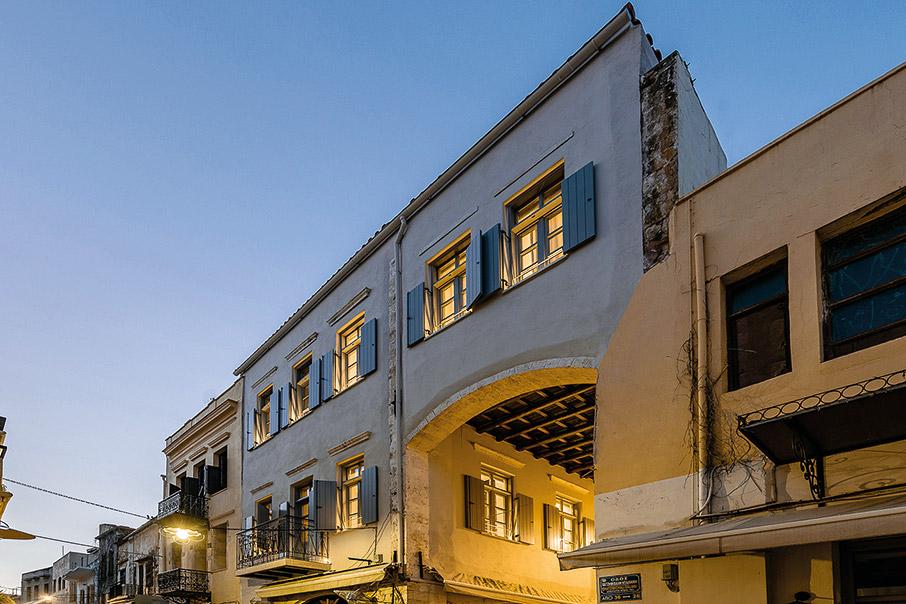 to-malmo-historic-hotel-itan-kapote-vivliothiki3