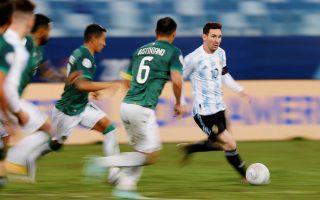 Και τώρα... πιάστε τον: Ρεκόρ συμμετοχών με τη φανέλα της εθνικής Αργεντινής έκανε ο Λιονέλ Μέσι, φτάνοντας τους 148 αγώνες με τη φανέλα της «σελεσιόν» (φωτ. Reuters).