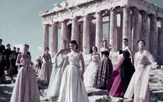 Φωτογράφιση μόδας του οίκου Dior στην Ακρόπολη, το 1951.