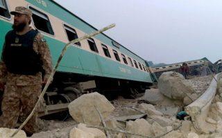 pakistan-dekades-nekroi-kai-traymaties-apo-sygkroysi-trenon-vinteo-561390784