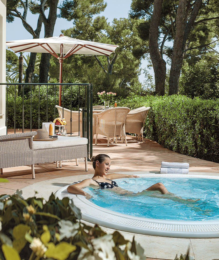 hotel-du-cap-eden-roc-to-theretro-ton-monternon-anthropon5