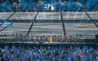 Ο Γιουσίφ Εϊβάζοφ, η Ανίτα Ρατσβελισβίλι, ο Φιλίπ Ογκέν στο πόντιουμ και στο πλάι, ο Δημήτρης Πλατανιάς με την Αννα Νετρέμπκο: το «All Star Γκαλά Βέρντι», που παρουσίασε το Σάββατο η Εθνική Λυρική Σκηνή, έφερε στο Καλλιμάρμαρο μερικά από τα μεγαλύτερα διεθνή ονόματα της όπερας (φωτ. Α. ΣΙΜΟΠΟΥΛΟΣ).