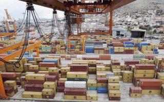 Η αύξηση της αξίας των ελληνικών εξαγωγών μπορεί έως ένα βαθμό να κλείνει την «ψαλίδα», η απόσταση, όμως, που απομένει είναι πολύ μεγάλη.