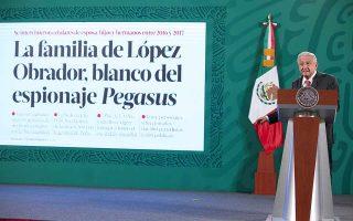 Ο πρόεδρος του Μεξικού, Αντρές Μανουέλ Λόπεθ Ομπραντόρ, σχολιάζει ένα δημοσίευμα για την πιθανή παρακολούθηση προσώπων του κοντινού του περιβαλλόντος, μεταξύ των οποίων και μελών της οικογένειας του. (Φωτ. Mexico's Presidency/Handout via REUTERS)