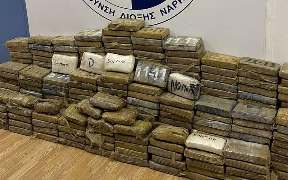 Βίντεο από το φορτίο-μαμούθ κοκαΐνης στο λιμάνι του Πειραιά