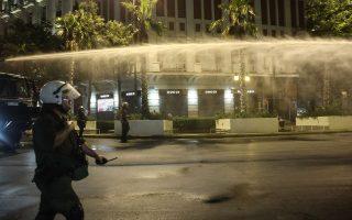 sygkentrosi-antiemvoliaston-25-prosagoges-gia-ta-epeisodia-sto-syntagma-561445642