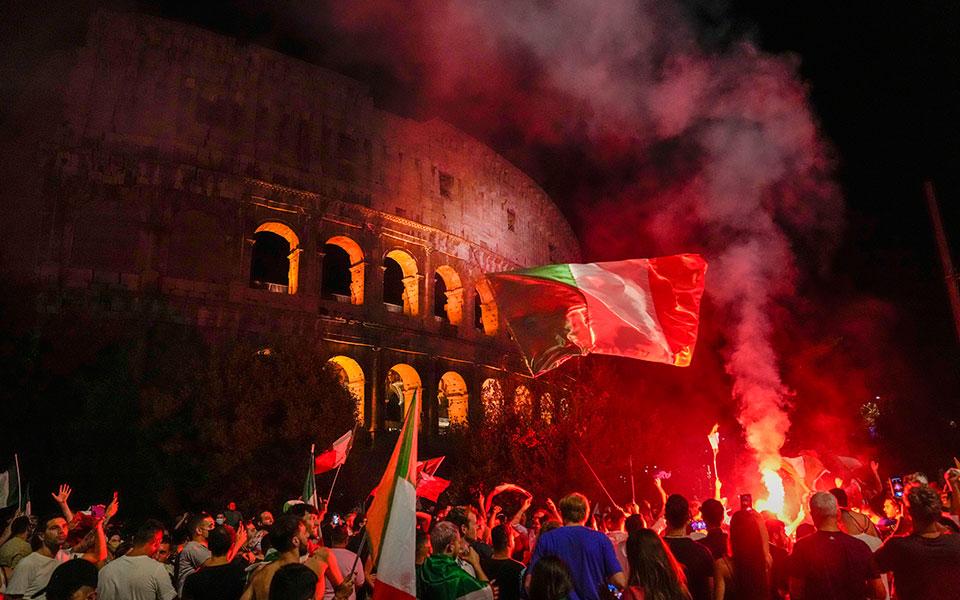euro-2020-olonychtioi-panigyrismoi-stin-italia-vinteo-fotografies1
