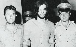 Ο Ρολφ Πόλε συλλαμβάνεται στις 26.7.1976 στην Αθήνα. Φωτ. ASSOCIATED PRESS