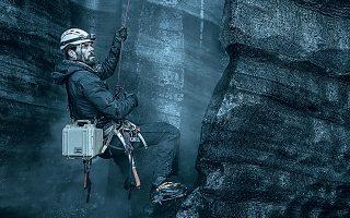 Μουντό αλλά γοητευτικό το σύμπαν της ισλανδικής σειράς «Κάτλα» (Netflix).