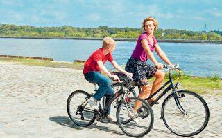 Η Σαμάνθα, στην ταινία «Το παιδί με το ποδήλατο» (2011) των αδελφών Νταρντέν, βρέθηκε ενώπιον της οδύνης του μικρού Συρίλ και την ανέλαβε. Χωρίς λόγο, χωρίς ψυχολογικό κίνητρο, χωρίς όρους και προϋποθέσεις.