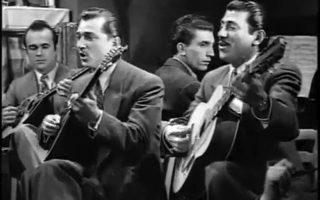 Ο Μανώλης Χιώτης τραγουδά το «Εσύ 'σαι η αιτία που υποφέρω» στην ταινία «Χαμένοι άγγελοι», που ο Νίκος Τσιφόρος γύρισε το 1948.