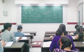 Οι εκπαιδευτικοί θα μπορούν να επιλέξουν τη μορφή της τετραμηνιαίας δοκιμασίας αξιολόγησης των μαθητών, αντικαθιστώντας το κλασικό διαγώνισμα με μια εργασία ή μια ομαδική παρουσίαση.