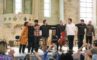 Ο Κεϊβάν Σεμιρανί στη Μικρή Επίδαυρο, με μια ομάδα εκλεκτών μουσικών.