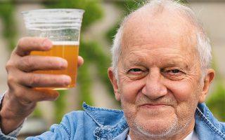 Δωρεάν μπίρα μετά τον εμβολιασμό στην Ουάσιγκτον. (Φωτ. ASSOCIATED PRESS )