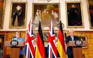 Στην κοινή συνέντευξη Τύπου Μέρκελ - Τζόνσον, η Γερμανίδα καγκελάριος δήλωσε, μεταξύ άλλων, αισιόδοξη ότι θα εξευρεθεί «ρεαλιστική λύση» για τη διακίνηση εμπορευμάτων ανάμεσα στη Βόρεια Ιρλανδία και στην Ε.Ε. Φωτ. A.P.