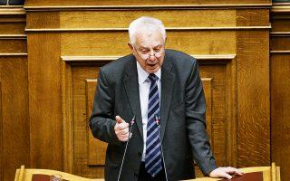 Ο Παναγιώτης Πικραμμένος στο βήμα της Βουλής αντιμετωπίζει δημόσια τη στοχοποίησή του. Η επιχείρηση ενοχοποίησής του αποδείχθηκε καθοριστική για τη συνολική κατάρρευση της ποινικής εμπλοκής δέκα πολιτικών στο σκάνδαλο Novartis.