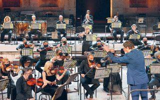 Στη δεύτερη Συμφωνία του Σούμαν, η ορχήστρα απέδωσε πειστικά τις συναισθηματικές μεταπτώσεις της μουσικής. (Φωτ. ΜΑΧΗ ΠΑΠΑΓΕΩΡΓΙΟΥ)