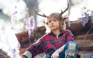 Ο Κρίστιαν Κόνβερι πρωταγωνιστεί στη σειρά «Sweet Tooth», που προβάλλεται στο Netflix.