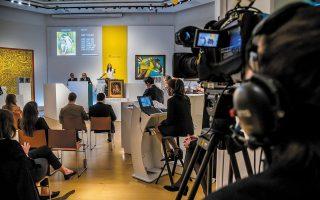 Η αίθουσα δημοπρασιών του οίκου Christie's έχει μετατραπεί σε στούντιο live streaming, όχι μόνο λόγω του κορωνοϊού αλλά και για τις αγορές της Ασίας.