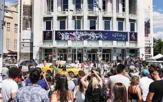 Εξι μεγάλες παραγωγές γυρίζονται αυτό το διάστημα στην Ελλάδα. Από το «Τhe Enforcer» με τον Αντόνιο Μπαντέρας στη Θεσσαλονίκη μέχρι τη νέα ταινία του Ντέιβιντ Κρόνενμπεργκ με τον Βίγκο Μόρτενσεν στην Αττική και στη Φθιώτιδα και το πολυαναμενόμενο «Go» με τον Ντάνιελ Κρεγκ στις Σπέτσες, η Ελλάδα έχει μετατραπεί σε ένα μεγάλο κινηματογραφικό στούντιο (φωτ. Konstantinos Tsakalidis / SOOC).