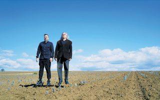 Ο Νίκος Βελιώτης και ο Γιάννης Αγγελάκας εμφανίζονται στο Βεάκειο.