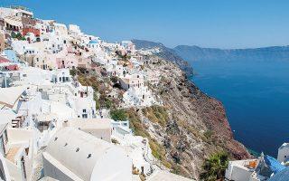 Ανάμεσα στις προτάσεις περιλαμβάνεται και ο περιορισμός ή και η πλήρης απαγόρευση δημιουργίας νέων τουριστικών καταλυμάτων σε εκτός σχεδίου περιοχές και σε ορισμένους οικισμούς όπου υπάρχει κορεσμός (φωτ. ΙΝΤΙΜΕ NEWS).