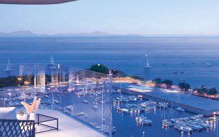 Οι κατοικίες θα διαθέτουν από ένα έως και τέσσερα υπνοδωμάτια, ενώ στο ρετιρέ θα προσφέρονται έως και πέντε υπνοδωμάτια με ιδιωτική πισίνα. Oι περιβάλλοντες χώροι του Marina Tower θα προσφέρουν γήπεδα άθλησης, πισίνες και κοινόχρηστους χώρους πρασίνου.