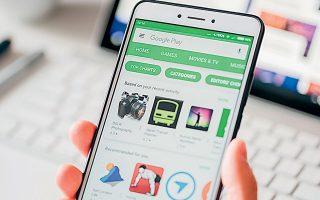 Στην αγωγή των 36 πολιτειών αναφέρεται ότι η Google ακολουθεί αθέμιτες τακτικές για να υπονομεύσει τον ανταγωνισμό και να διασφαλίσει πως όσοι δημιουργούν εφαρμογές δεν έχουν άλλη επιλογή για να προσεγγίσουν τους χρήστες από το να διέλθουν μέσω του Play Store (φωτ. Shutterstock).