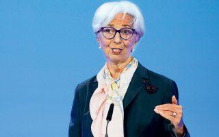 Η πρόεδρος της Ευρωπαϊκής Τράπεζας υπογράμμισε ότι κατεγράφη η ανησυχία για τις υψηλές τιμές των κατοικιών. Προσέθεσε, έτσι, πως εφεξής η ΕΚΤ θα περιλαμβάνει τις τιμές των κατοικιών στον υπολογισμό του πληθωρισμού, προκειμένου να αντικατοπτρίζει πιο ρεαλιστικά τις τιμές καταναλωτή.
